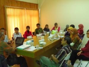 Suasana diskusi bersama para dosen dan tenaga kependidikan PSTK