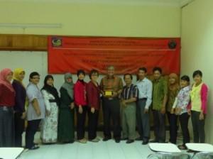 Bapak Dr. Ir. Asep Handaya Saputra., M. Eng bersama para dosen dan tenaga kependidikan PSTK-FTUB